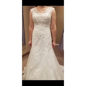 3813 Sincerity wedding dress